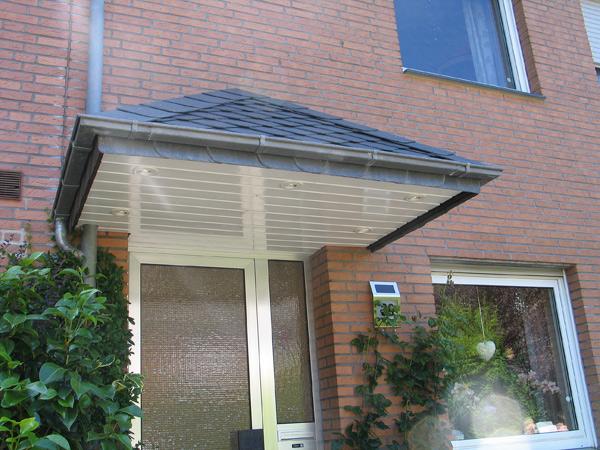 Fertiges Ergebnis einer Überdachsanierung über der Haustür (Andere Variante)
