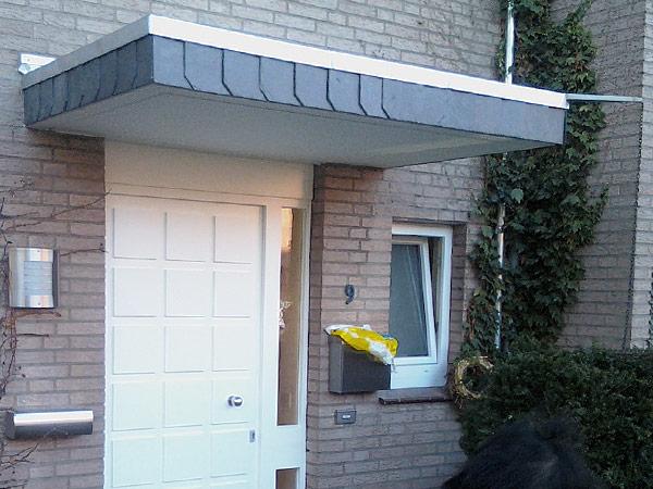 Fertiges Ergebnis einer Überdachsanierung über der Haustür (Variante)