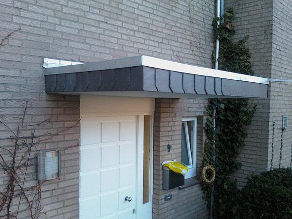 Das kann sich sehen lassen, Haustürüberdach fertig gestellt