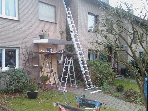 Aus einer einfachen Betonplatte wird ein schönes Überdach gefertigt